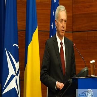 Ambasadorul Statelor Unite ale Americii la Bucuresti, Hans Klemm ii incurajeaza pe protestatari sa lupte in continuare impotriva coruptiei 1