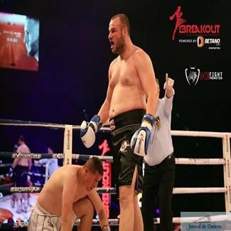 Box : Alexandru Gabroveanu castiga inca un meci prin KO ! 1
