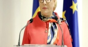 Dancila se ratoieste iar la Iohannis si Juncker! 1