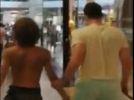 Video : La bustul gol, cu cutitul printr-un mall din Craiova