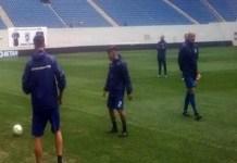 Fotbal : Premiera in Romania ! Antrenamentul oficial al echipei Universitatea Craiova in adidasi ... Cat rezista gazonul ??