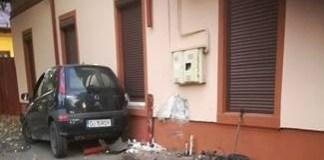 Accident pe strada Imparatul Traian ! Un tanar a intrat cu masina intr-o casa