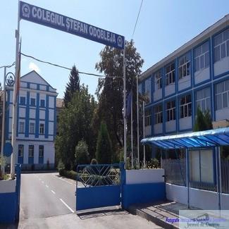 Desi este vacanta ,administratia craioveana ignora situatia in care se afla Colegiul Stefan Odobleja !
