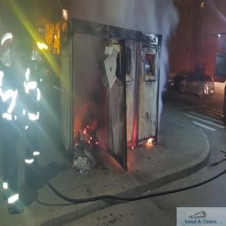 Containerul pentru colectarea selectiva a gunoiului de la Posta din Craiovita incendiat