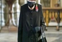 Regina Elizabeth apare pentru prima oară în public purtând mască