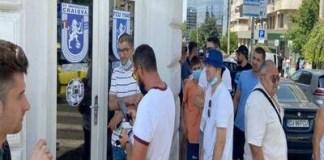 OLTENIA FIERBE ! Suporterii echipei Universitatea Craiova au luat cu asalt casele de bilete pentru derby! Sursa foto editie.ro
