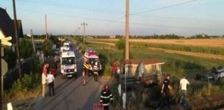 Olt: Un tren cu 28 de călători a lovit un autoturism