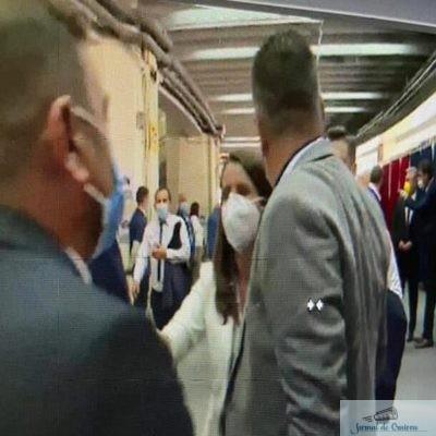 Jurnalista Pro TV, agresata la congresul PNL. Ministrul de Interne, Bode, s-a intors cu spatele.