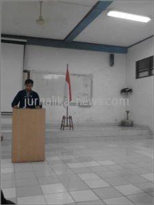 Presiden Mahasiswa sedang menyampaikan pidatonya.