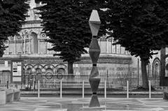 Exclusiv! Italienii ne-au furat Coloana Infinitului! O replică grosolană a celebrului monument brâncușian există în Sicilia