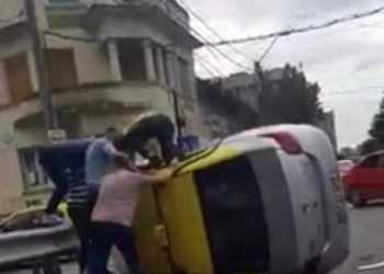 Taxi răsturnat în centrul Piteștiului 6