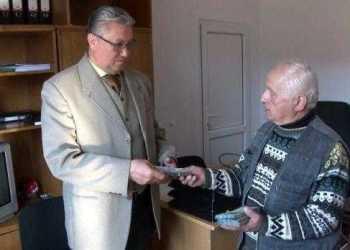 Un bătrân din Aninoasa a donat o sumă impresionantă spitalului din Câmpulung 11