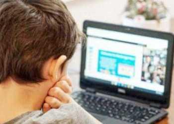 Unii părinţi urmăresc, cu plăcere, cum se umilesc profesorii în online 3