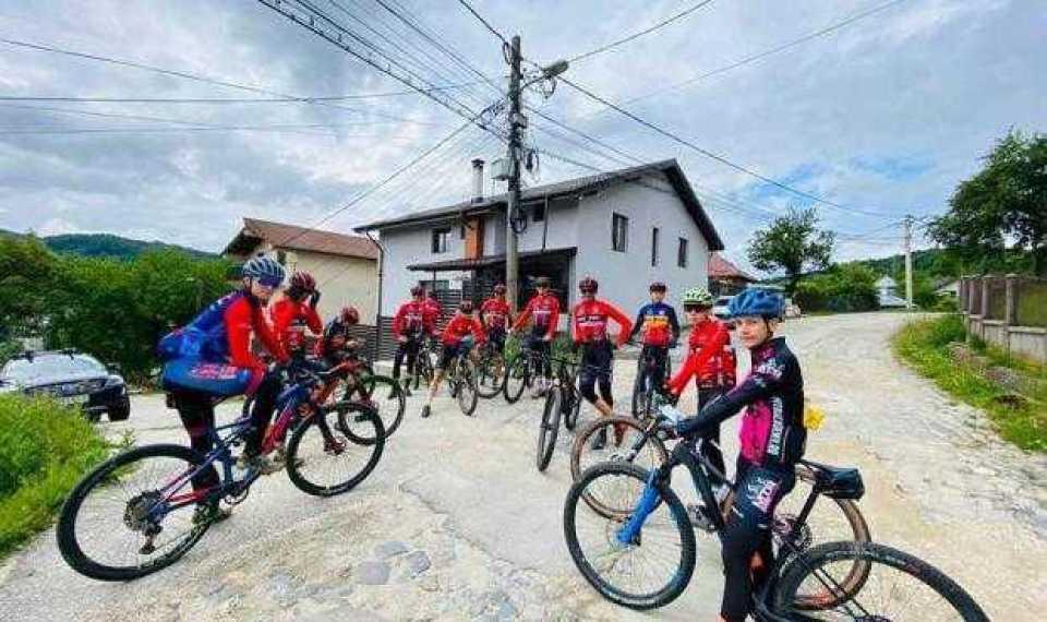 Cei mai talentați cicliști din țară se află pentru 10 zile, în cantonament, la Câmpulung 1