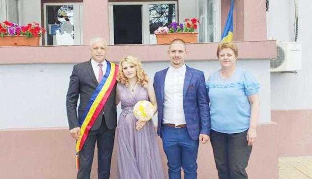 După acţiunea de ecologizare, primarul a oficializiat căsătoria câtorva cupluri