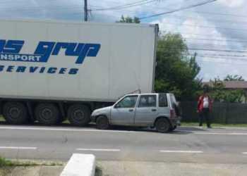 ARGEȘ: A acroșat un biciclist și a ajuns cu mașina sub roțile unui TIR! 2