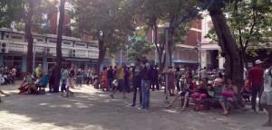 Park mit WLan-Nutzern in Havanna