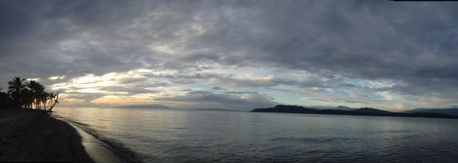 Friedliche Abendstimmung, wo bei Wind sonst die Kiter unterwegs sind.