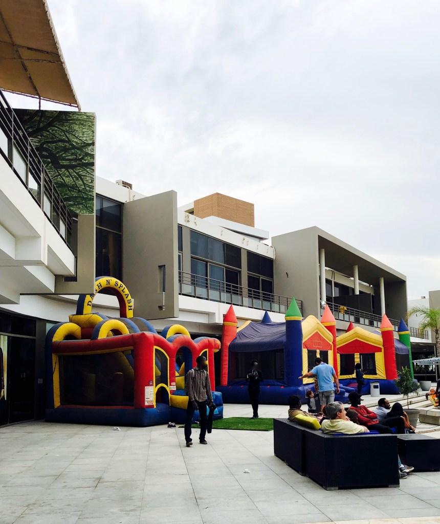 Sea Plaza Dakar Außenbereich Hüpfburg für Kinder