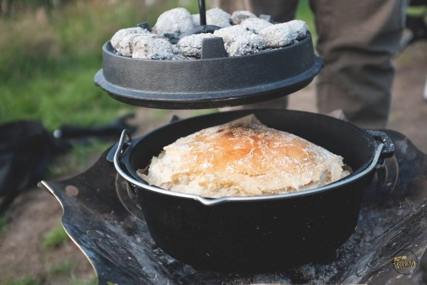 Ciabatta im Dutch Oven Feuertopf