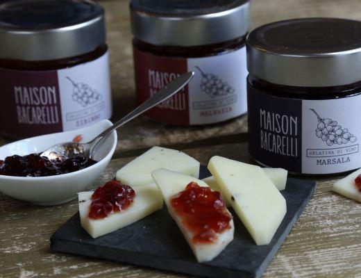 maison-bacarelli-prodotti-siciliani-artigianali-passata-di-pomodoro-marmellate-cesti-natalizi-regali-di-natale