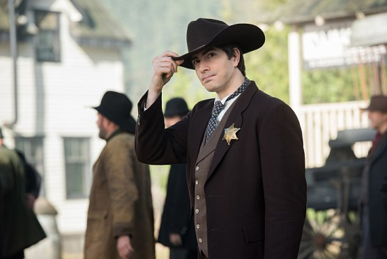 "DC's Legends of Tomorrow -- ""The Magnificent Eight""-- LGN111b_0048.jpg -- Pictured: Brandon Routh as Ray Palmer/Atom -- Photo: Dean Buscher/The CW -- © 2016 The CW Network, LLC. All Rights Reserved"