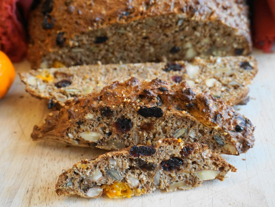 Spiced fruit and nut bread CU 1