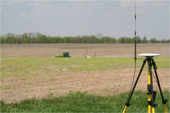 Mobile RTK GPS base station for autosteer