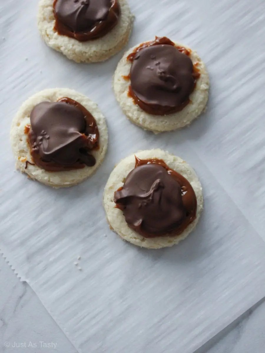 Round homemade Twix cookies topped with chocolate and caramel.
