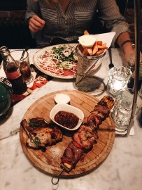 Carpaccio salade & (destijds) Meat plate in Brasa Beemster. (Nu is de Meat plate de Meat Lovers plate)