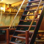 albatros_bar_stairs_wells