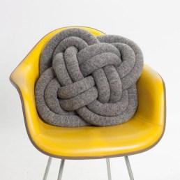 Infinite knot pillow
