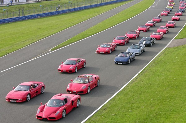 Largest Parade of Ferrari Cars: 964 Ferraris set world record