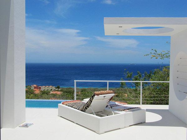 Oceanvillas Curacao sunbed in the front of villa