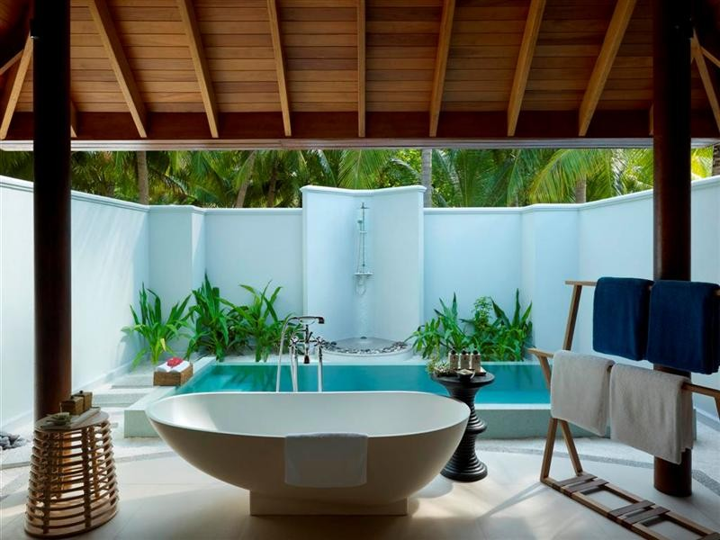 dusit thani maldives bathroom