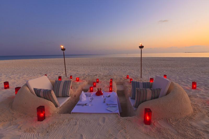Velassaru Maldives Luxury Travel beach dinner