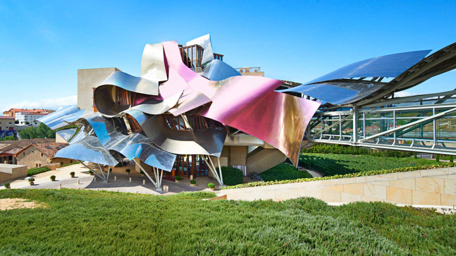 Marques de Riscal: tilted walls and zigzag windows