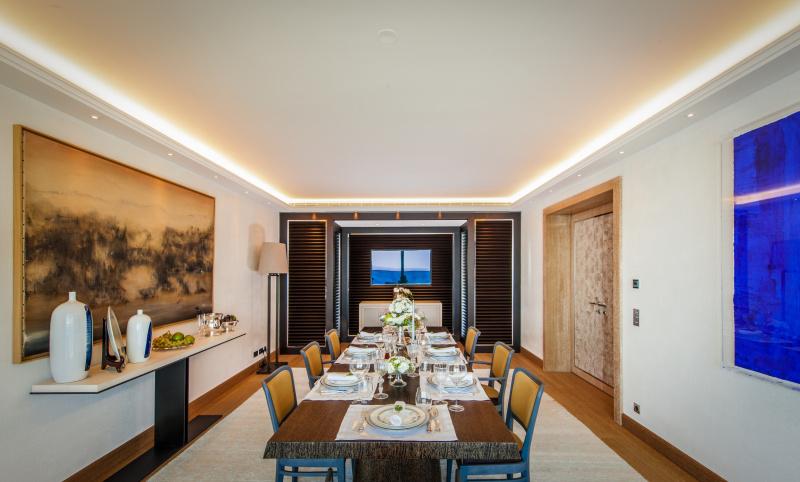 Alberto Pinto-designed show apartment at Tour Odeon