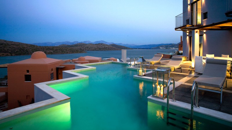 The 6 Breathtaking Luxury Hotels in Greece