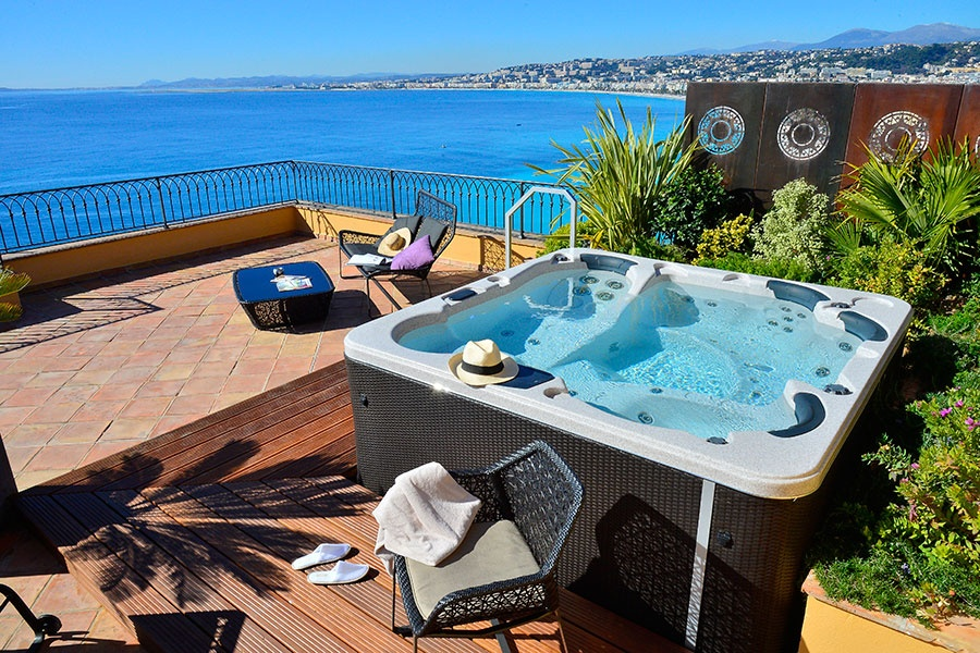 Hotel-la-Perouse-Nice-suitejacuzzi