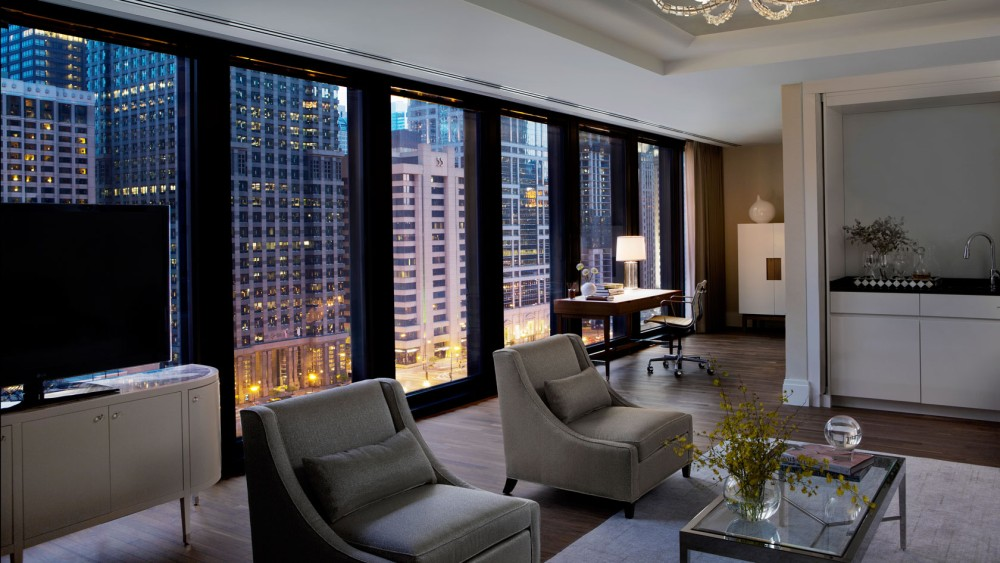 Langham Chicago-tlchi-rooms-classic-river-view-suite-living-room-nighttime-1680-945