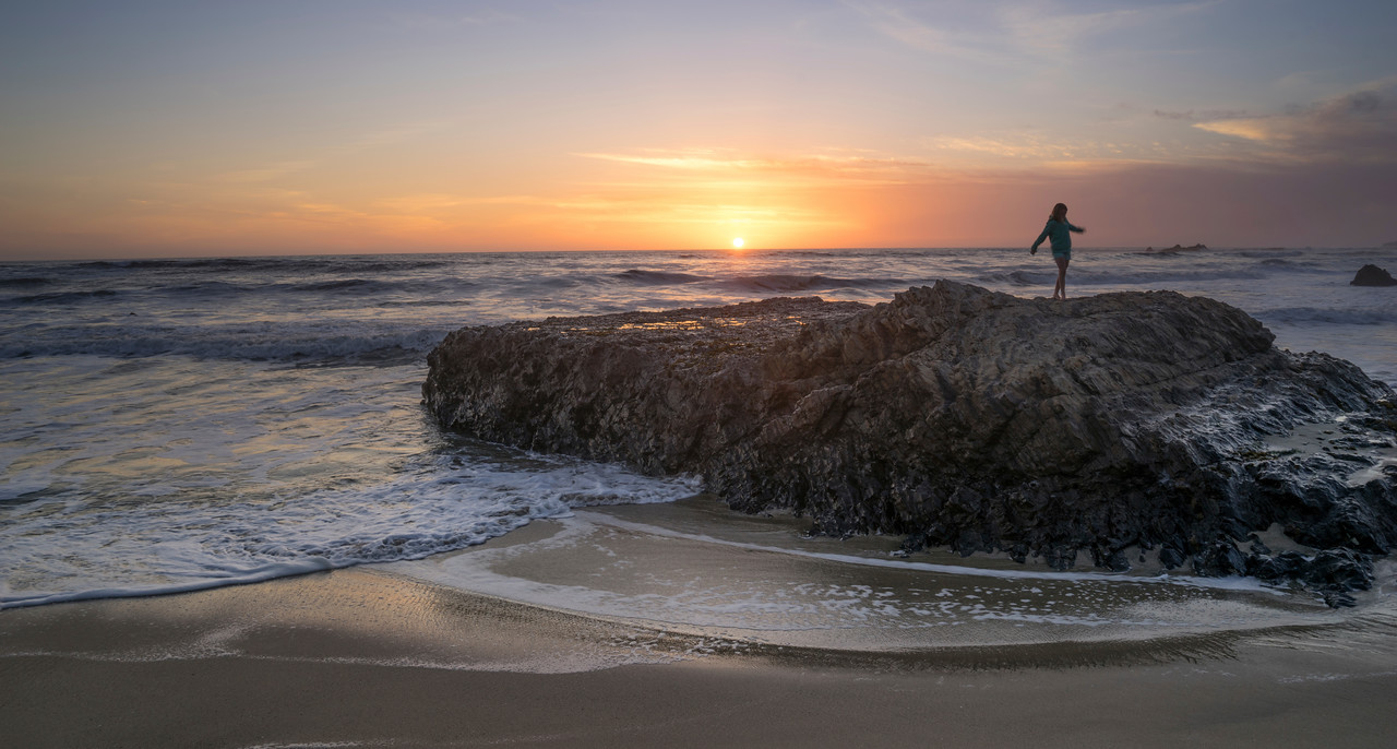 Last year while in Half Moon Bay we  walked the beach at sunset. Beaches, waves and landscape of the pacific are so much more dramatic than the west coast of Florida where I live. I grew up in California, now when I return it all seems so new.