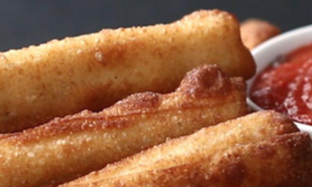 طريقة عمل أصابع الجلاش بالموزاريلا المقلية : أكلات مصرية