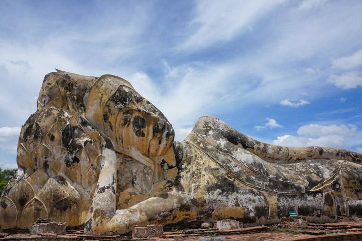 Wat Lokayasutharam liggende boeddha Ayutthaya