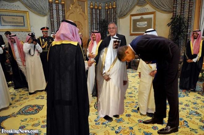 zBarack-Obama-Bowing-to-King--64695