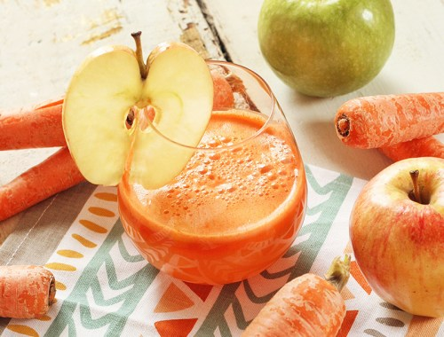 Apple Carrot Lemon Ginger Juice // JustineCelina.com