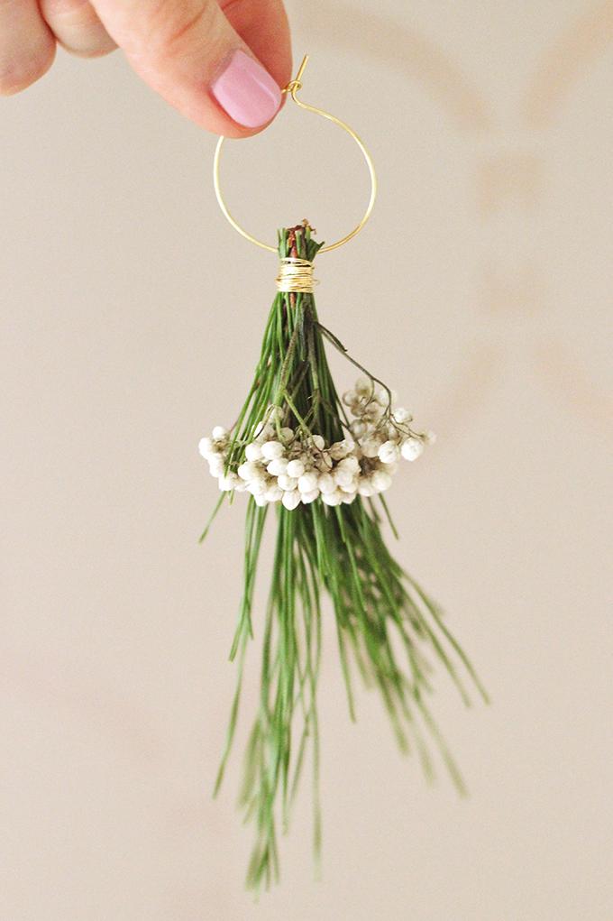DIY | Mistletoe Inspired Wine Charms