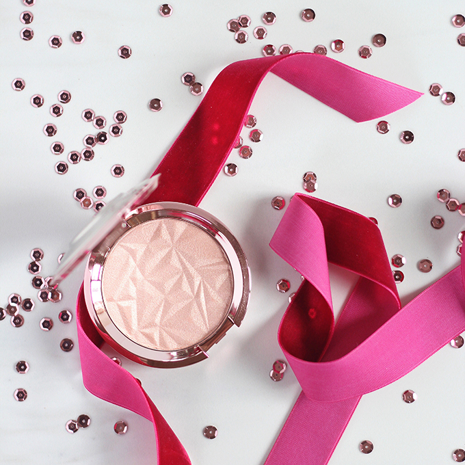 Holiday 2016 Gift Guide for Beauty Lovers | Becca Shimmering Skin Perfector Pressed in Rose Quartz Photos, Review // JustineCelina.com