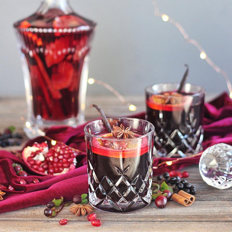 Vanilla Pomegranate Mulled Wine // JustineCelina.com