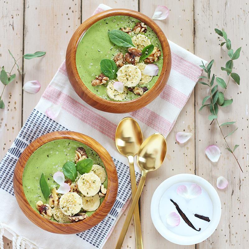 Pantone Inspired Banana Walnut Green Smoothie Bowl // JustineCelina.com
